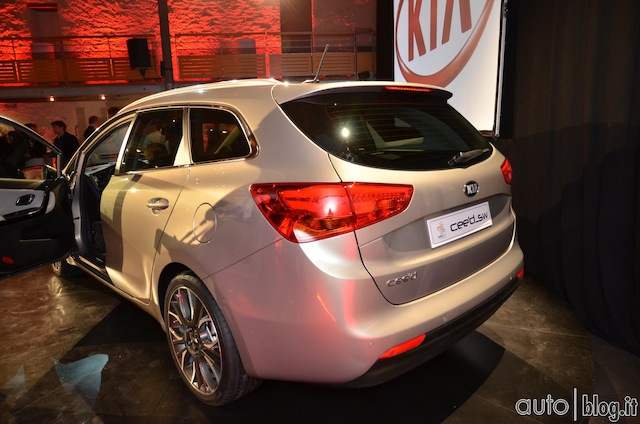 Kia ceed SW Salone di Ginevra 2012 01